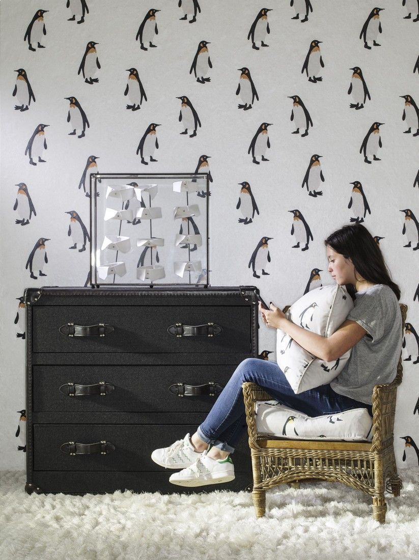 tux mist seat cushion emporer frost wallpaper howard mackenzie chest of drawers lifestyle - Papel pintado estampado: Paredes con personalidad